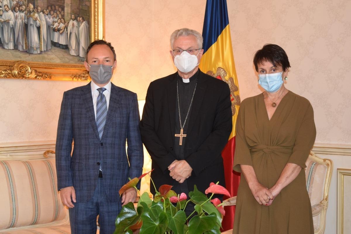 Espot i Suñer amb el copriíncep episcopal.