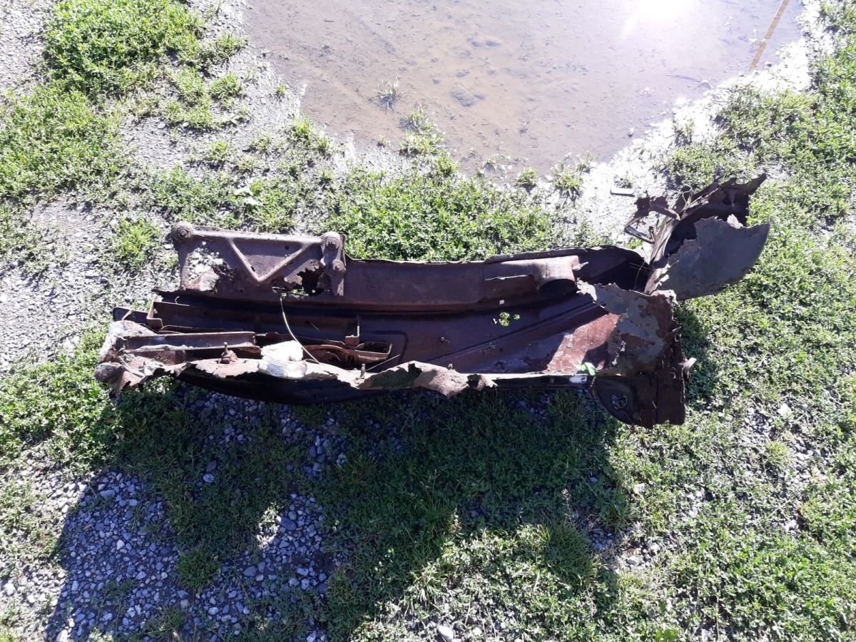 La ferralla retirada del llit del riu.