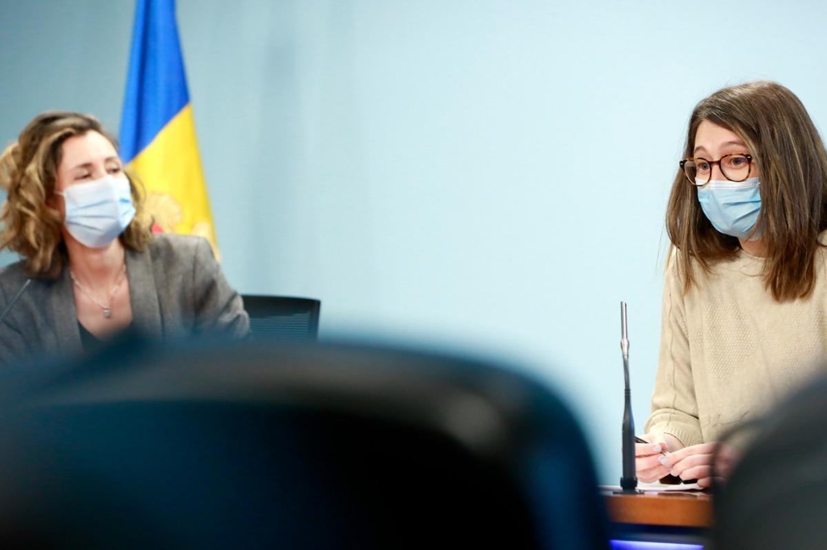 La directora de Medi Ambient i Sostenibilitat, Sílvia Ferrer, i la cap d'àrea de Medi Ambient, Laura Coll, en la compareixença d'avui.