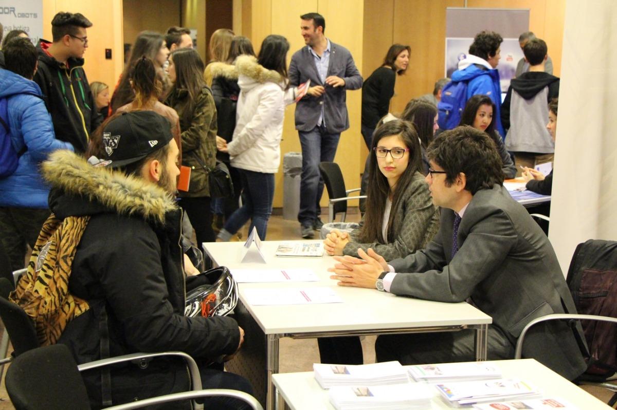 El 6è Fòrum Estudiants-Empresa preveu arribar als 500 alumnesJoves assitents al forum empreses estudiants