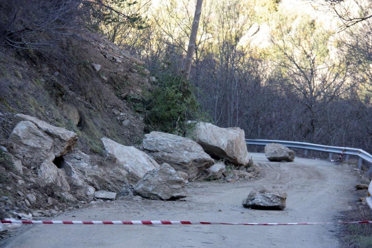 Les roques que han caigut a la N-145 a diversos nuclis de les Valls de Valira.
