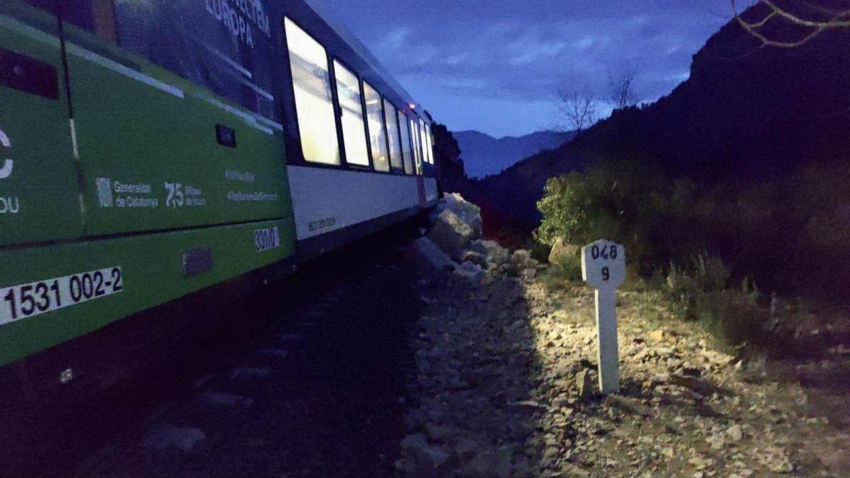 El tren de la línia de la Pobla de Segur accidentat.