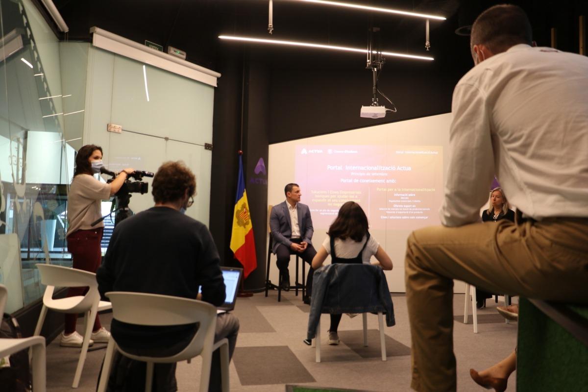El ministre de Presidència, Economia i Empresa, Jordi Gallardo, el dia que es van presentar les ajudes.