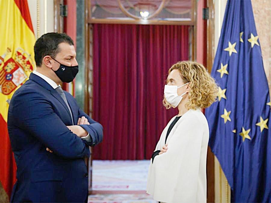 El ministre de Presidència, Economia i Empresa, Jordi Gallardo, amb la presidenta del Congrés dels Diputats, Meritxell Batet.