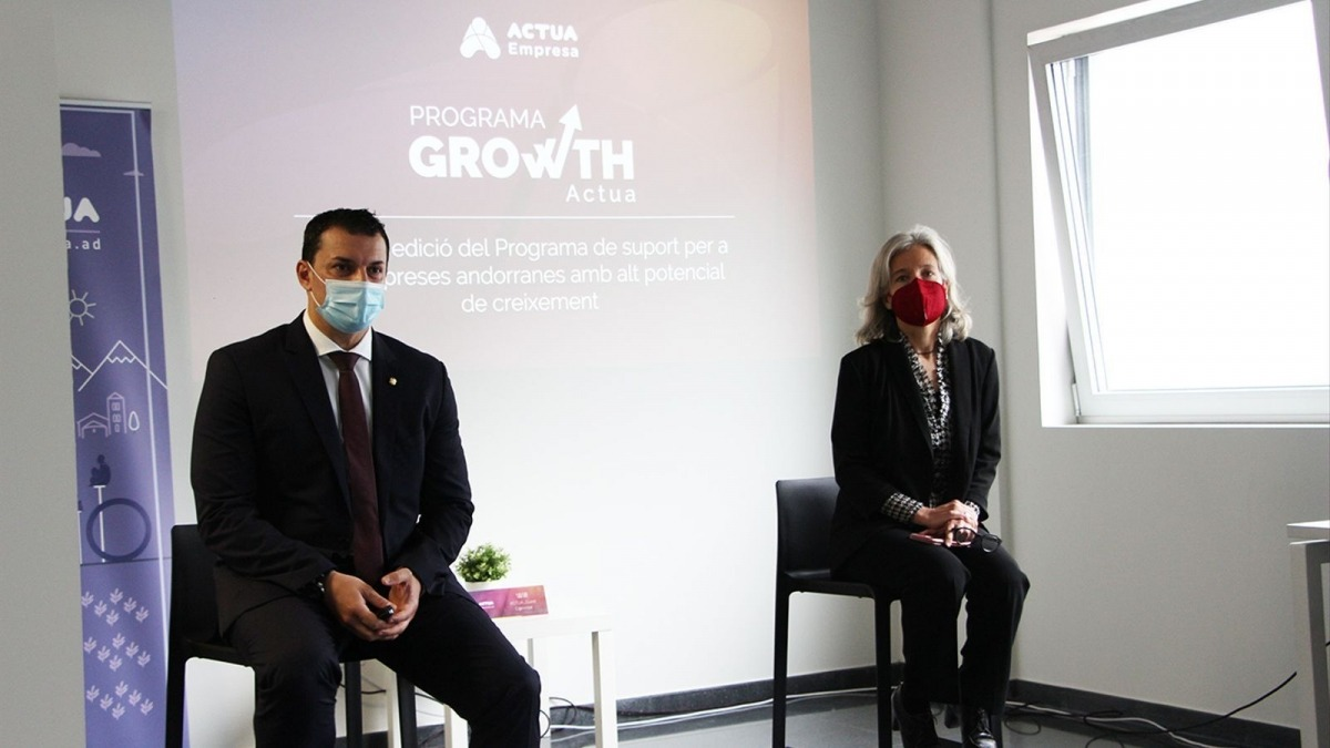 El ministre de Presidència, Economia i Empresa i president d'Actua, Jordi Gallardo, i la directora d'Acuta Empresa, Judith Hidalgo