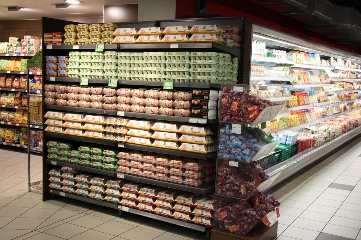 Productes alimentaris en un supermercat.