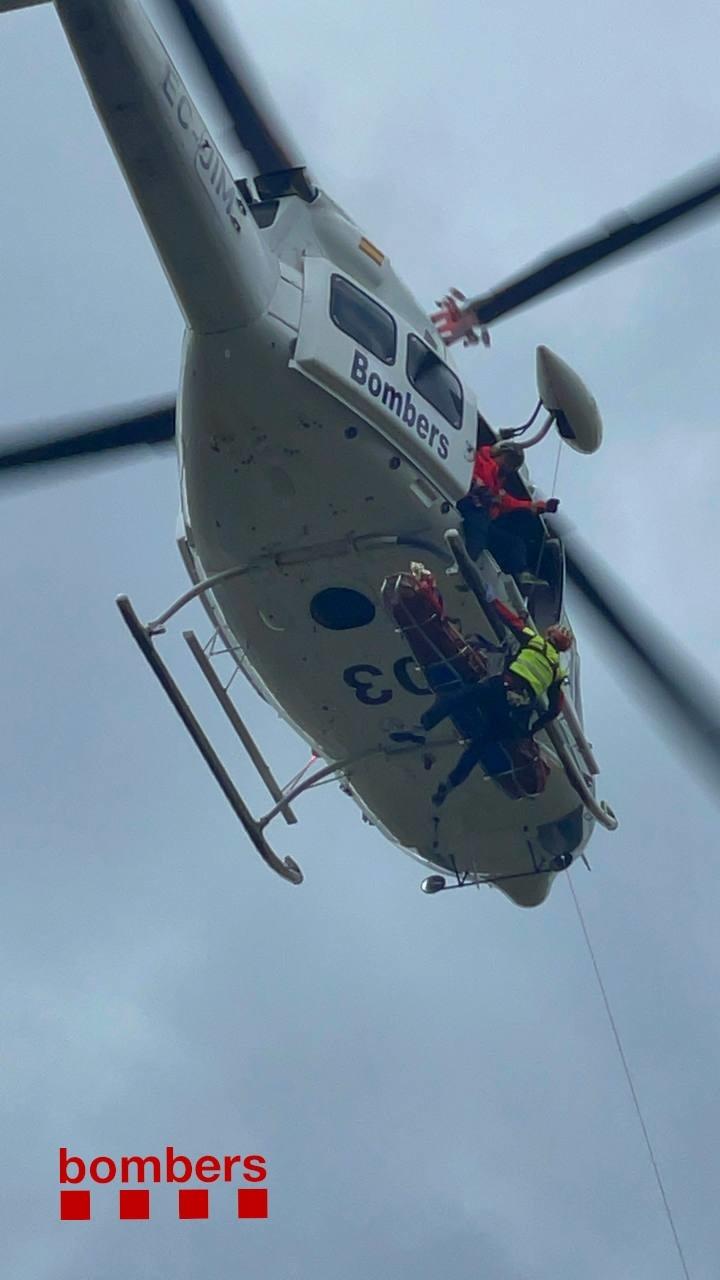Un moment del rescat amb helicòpter.