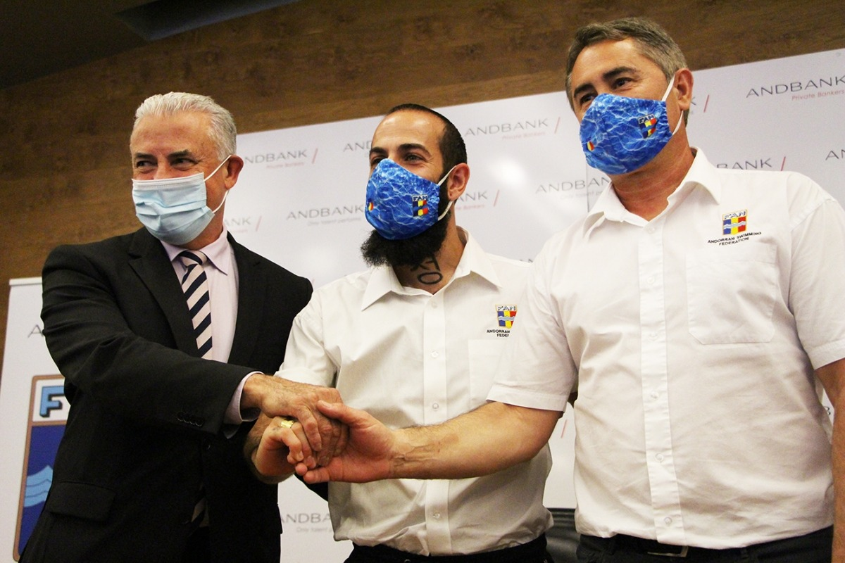 Hocine Haciane amb el president de la FAN, Joan Clotet, i el sotsdirector general Banca País d'Andbank, Josep Maria Cabanes.
