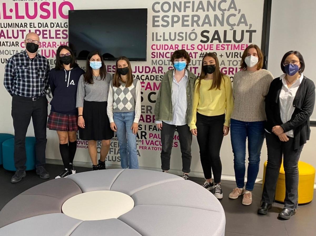 Les quatre alumnes que han participat en la iniciativa a la seu d'Andorra Telecom.