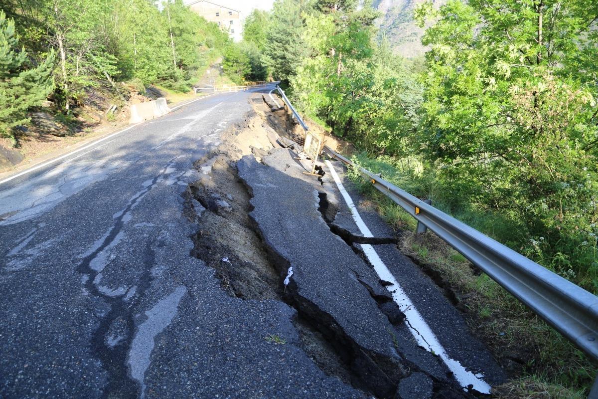La carretera ha quedat molt malmesa.