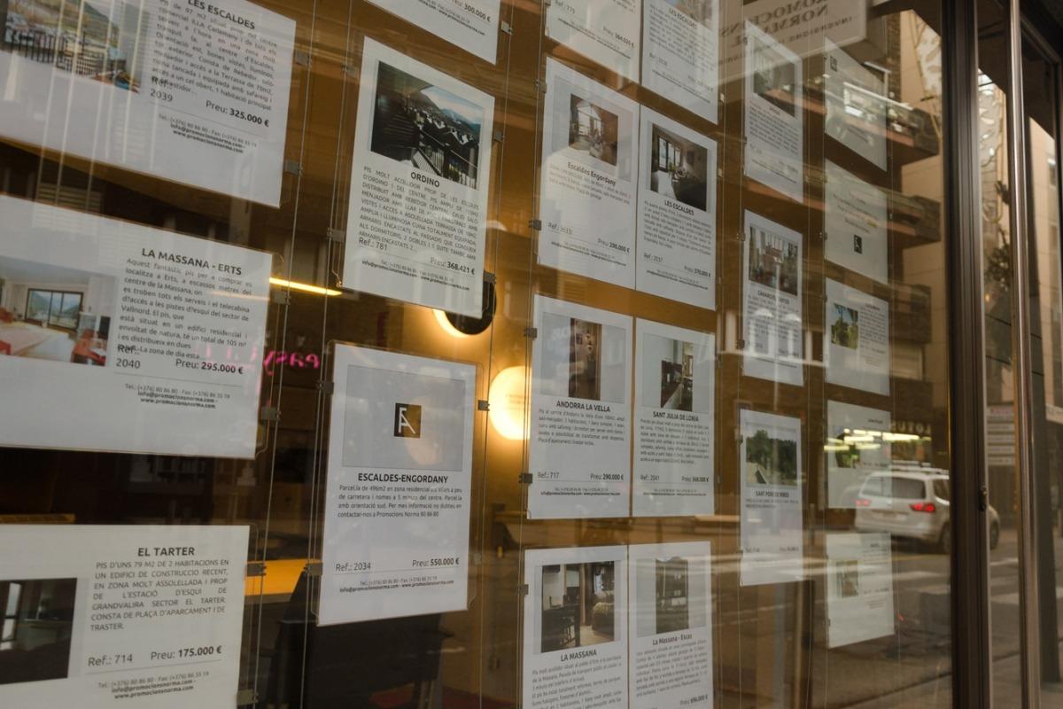 Imatge de les ofertes d'una immobiliària.