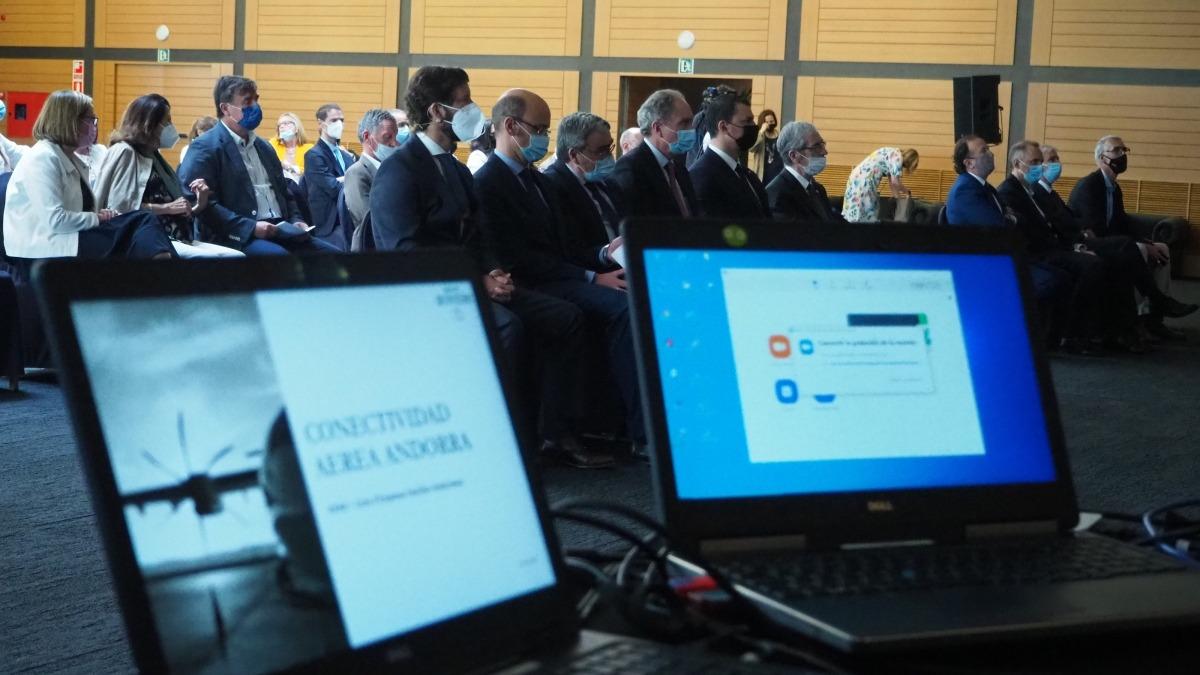 L'informe presentat aquest dijous sobre les possibles rutes de l'aeroport Andorra-La Seu.