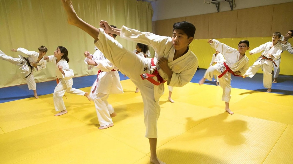 Infants practicant Karate.