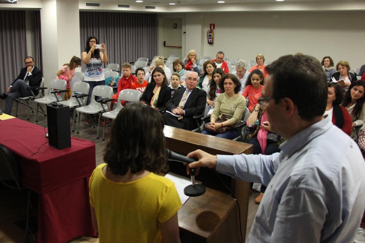 Acte de la lectura continuada de poesia, aquest matí a l'ambaixada espanyola.