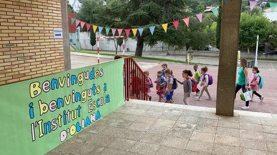 El nou centre educatiu d'Oliana, en la primera jornada lectiva.