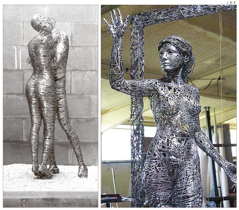 'Amantes de acero', escultura d'acer que fa 190 centímetres d'alçada, i 'Llindar', que en fa 220; totes dues, en acer inoxidable.