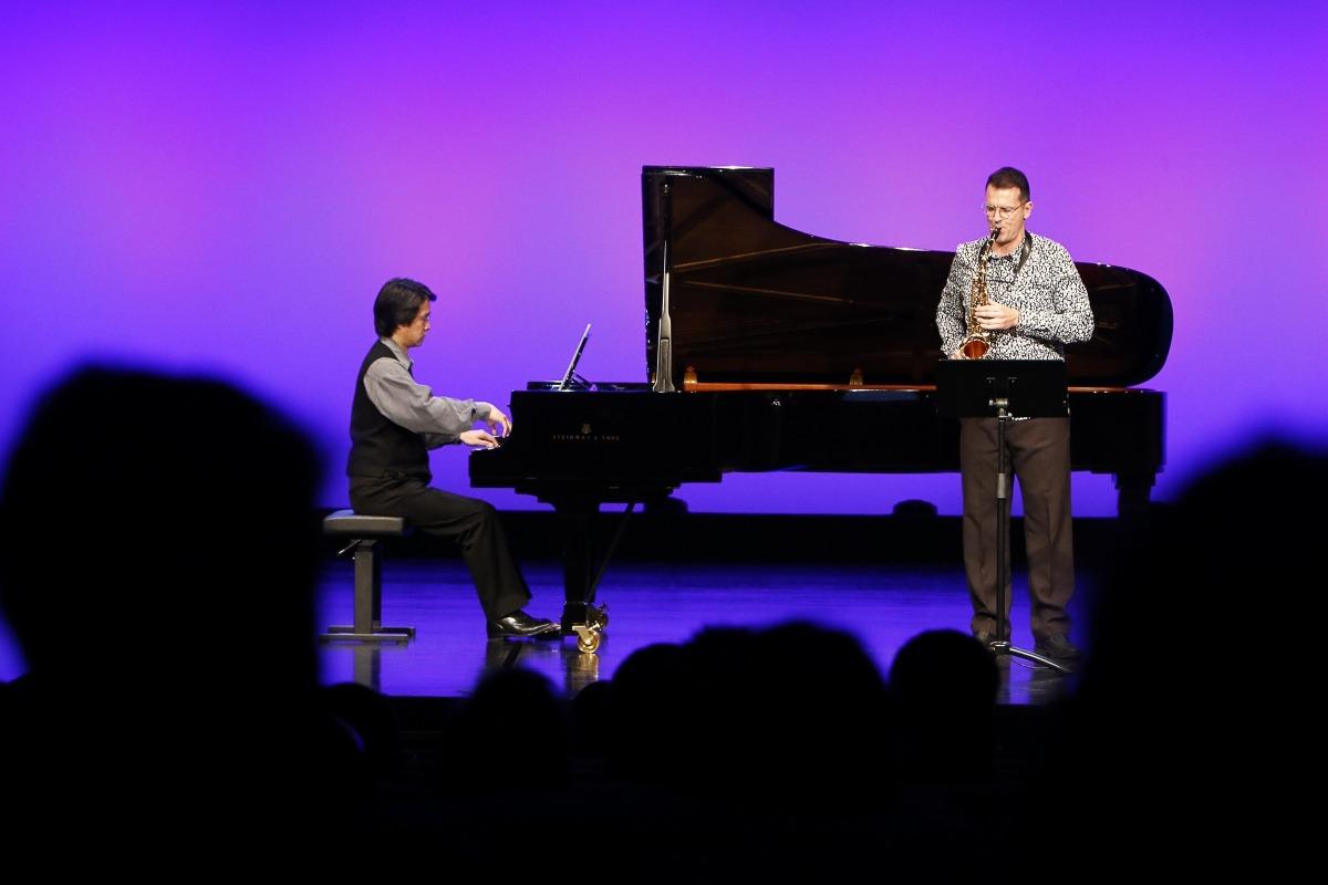 Concert de Nacho Gascón, membre del jurat del Sax Fest, acompanyat del pianista Takahira Mito, ahir al Centre de Congressos.