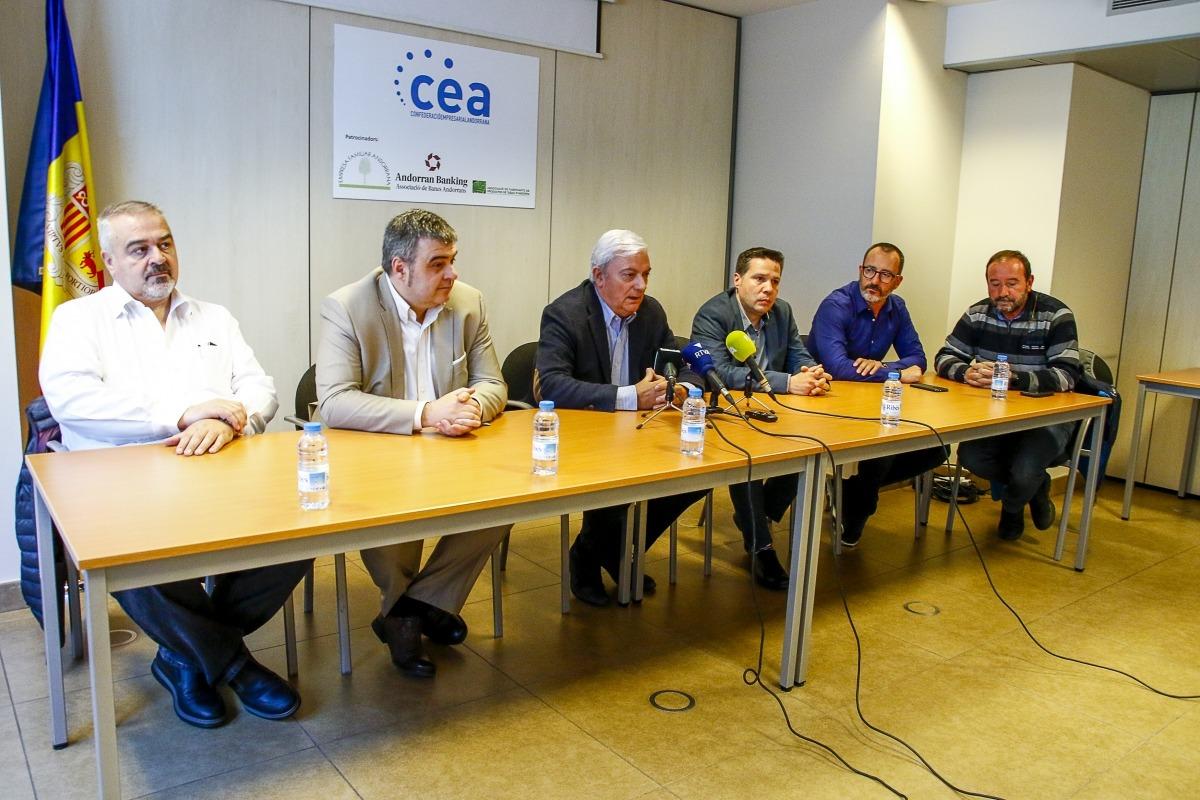 Els representants dels diferents sectors de la CEA en la roda de premsa d'ahir.