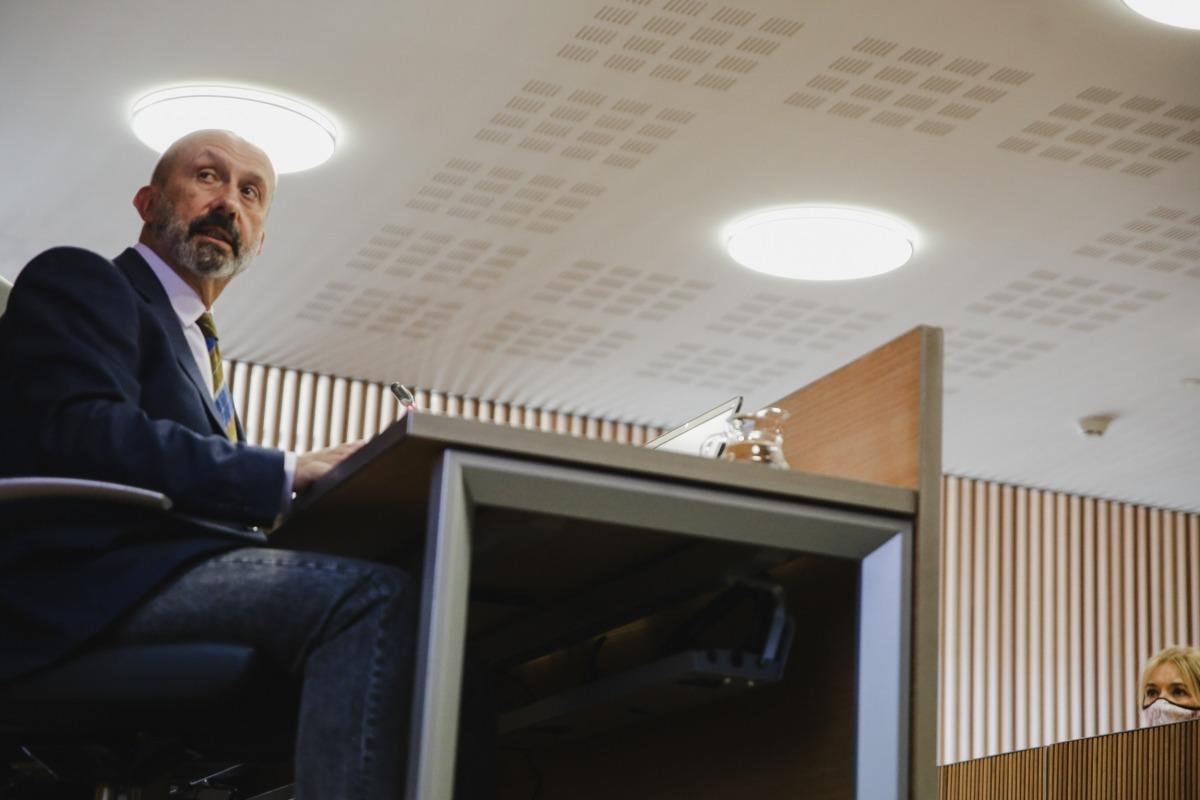 El ministre Joan Martínez Benazet en la compareixença d'ahir a la tarda.