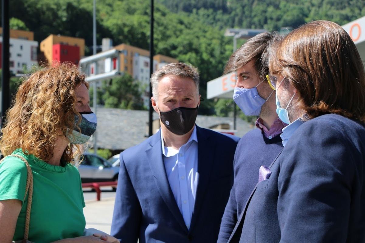 La ministra Sílvia Calvó amb els presidents dels grups de la majoria Ferran Costa (L'A), Carles Enseñat (DA) i Carles Naudi (CC).