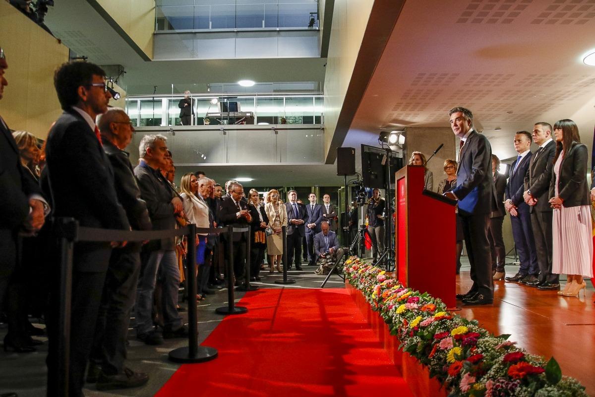 El síndic general, Vicenç Mateu, va pronunciar el discurs davant d'un atapeït vestíbul del Consell General.
