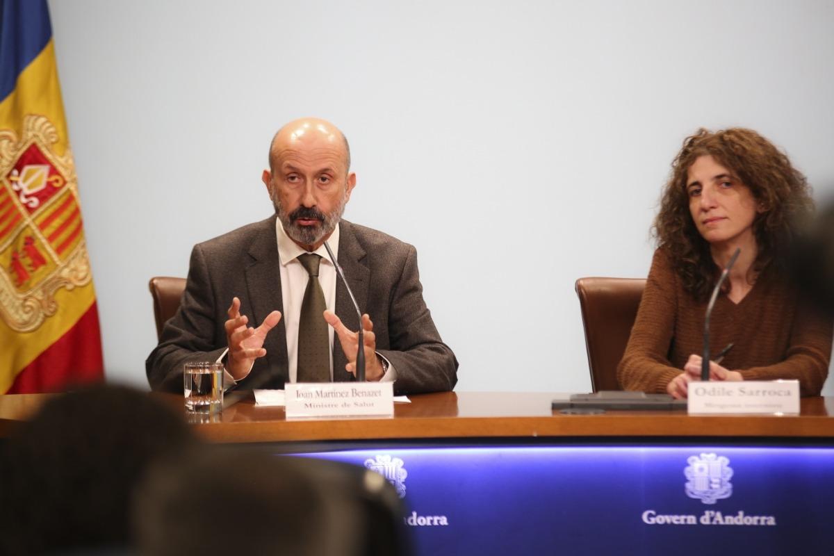 El ministre Joan Martínez Benazet i la metgessa internista Odile Sarroca durant la roda de premsa d'ahir.