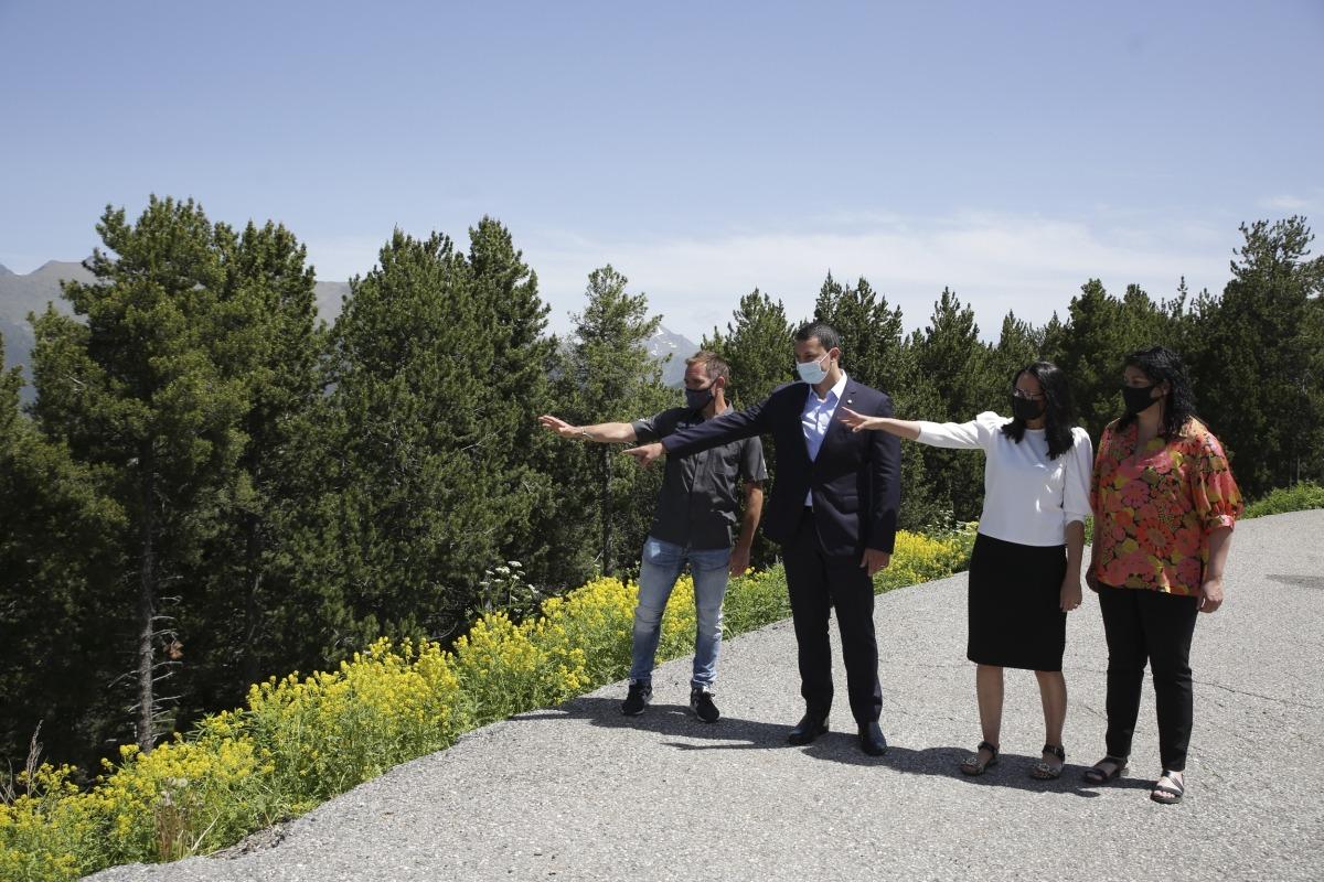 Marticella, Gallardo, Molné i Sansa mostren on es farà l'heliport nacional.