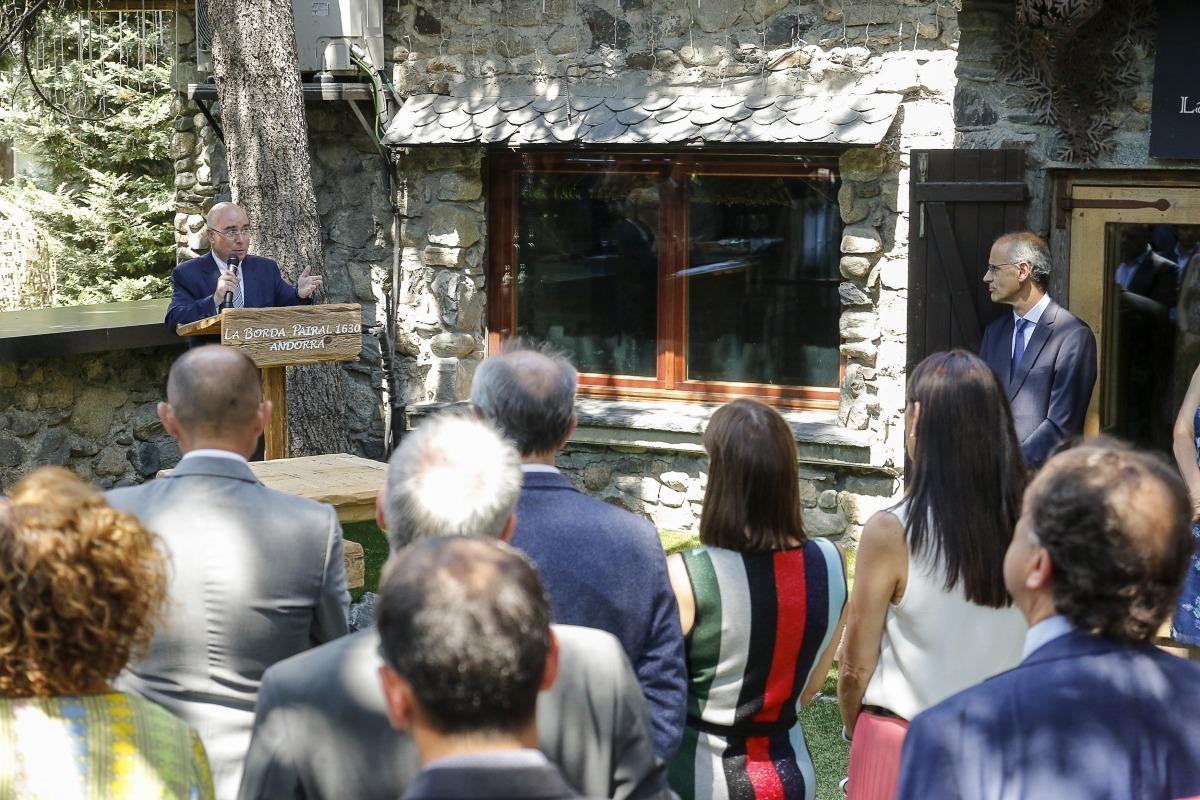 El comiat de Manuel Montobio va comptar amb la presència de representants de totes les esferes socials i polítiques andorranes.