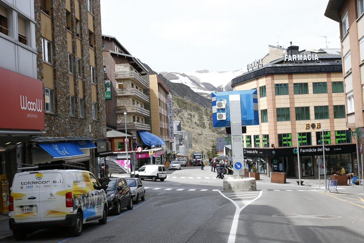 Els carrers del Pas de la Casa durant el tancament de la carretera d'accés a França.