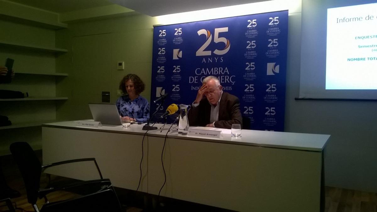 La directora, Pilar Escaler, i el president de la CCIS, Miquel Armengol, van presentar ahir l'Informe de conjuntura del primer semestre.