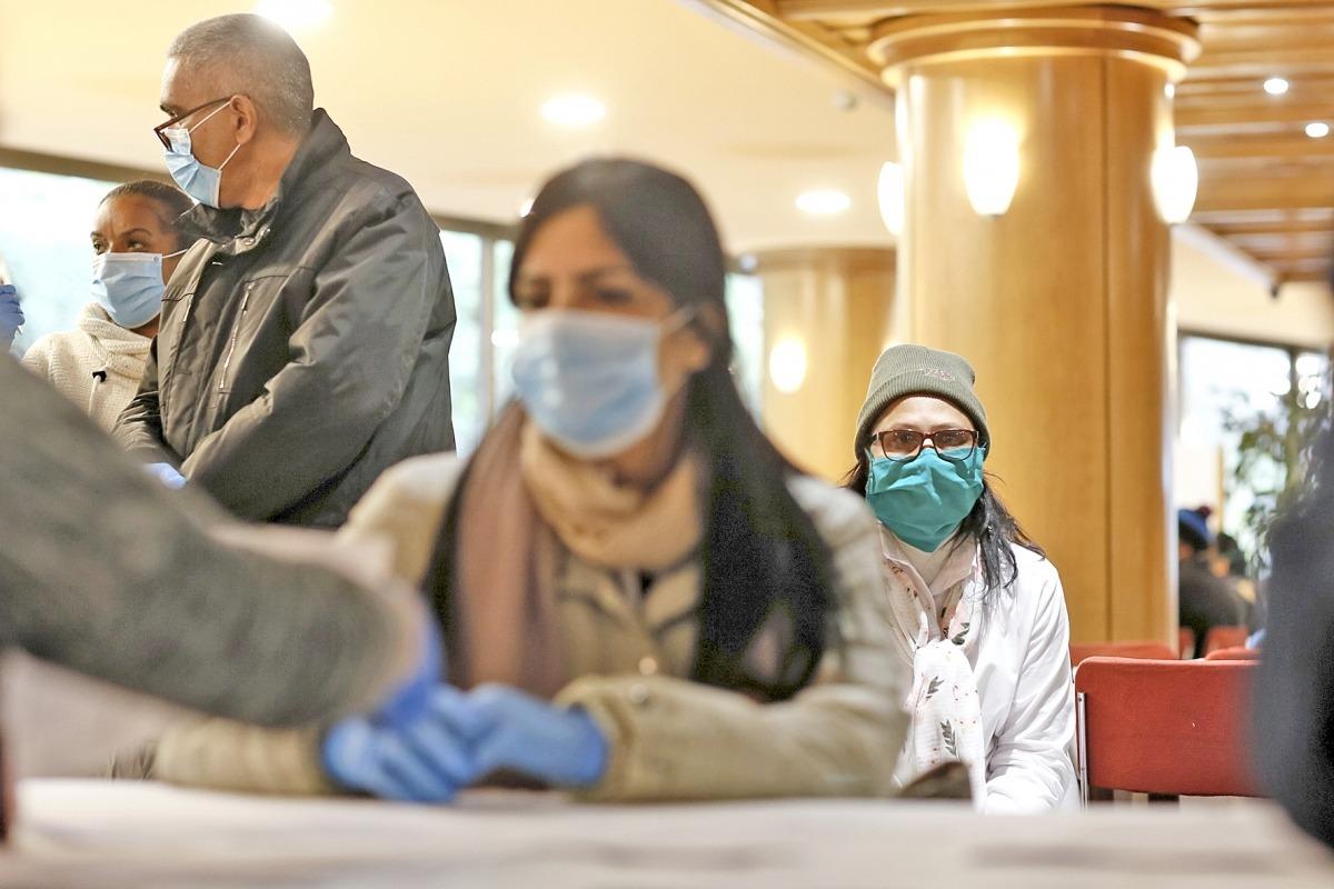 Els 39 professionals sanitaris cubans van fer dilluns els diferents tràmits administratius i mèdics.