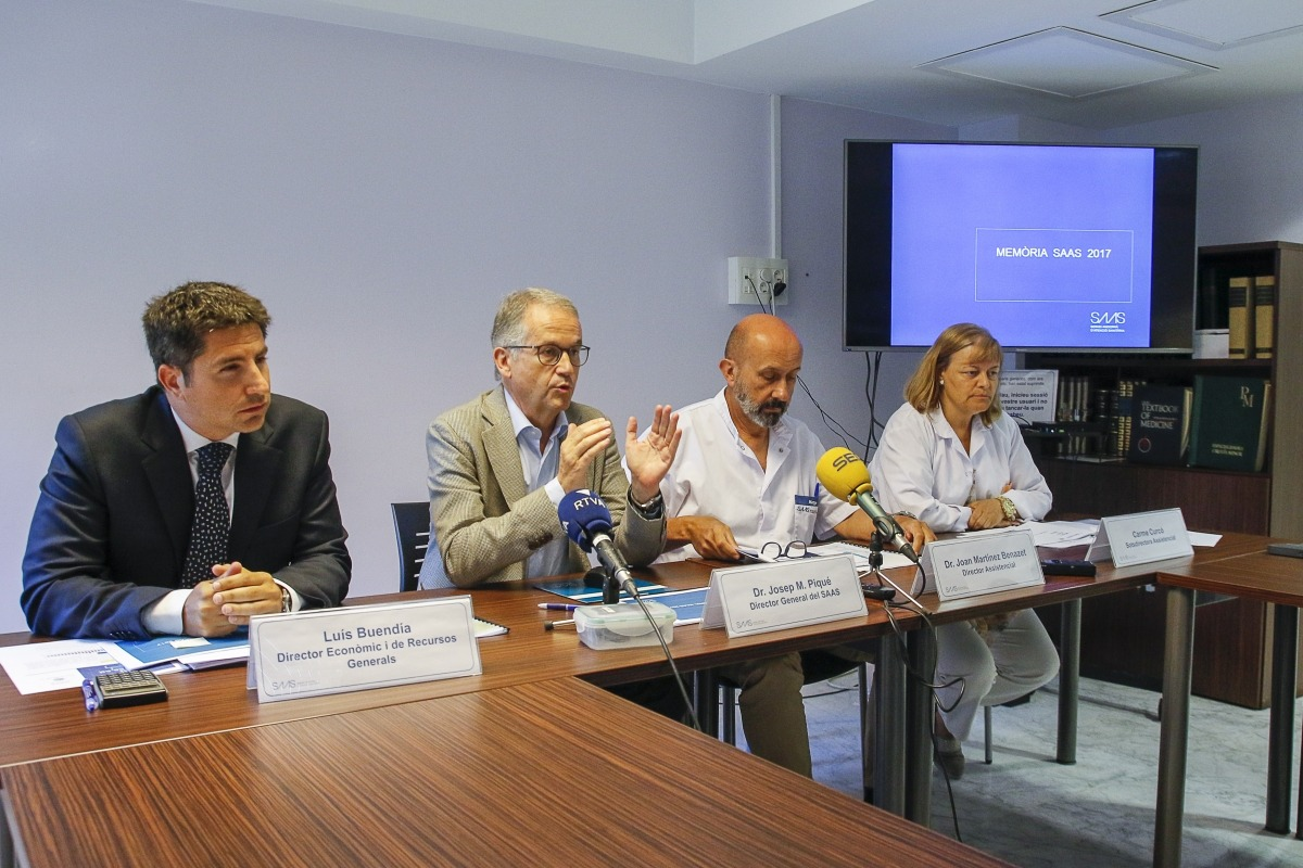 El director ecònomic, general i assistencial i la sotsdirectora assistencial del SAAS, Buendía, Piqué, Martínez, i Carme Curcó.