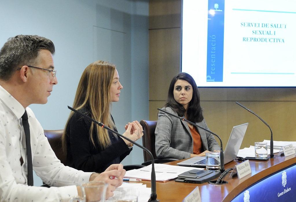 Pons, Mas i Milà en la roda de premsa de presentació del servei de salut sexual i reproductiva, ahir.