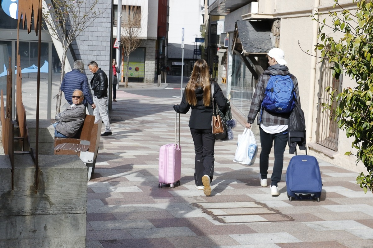 Turistes passejant per Escaldes-Engordany.