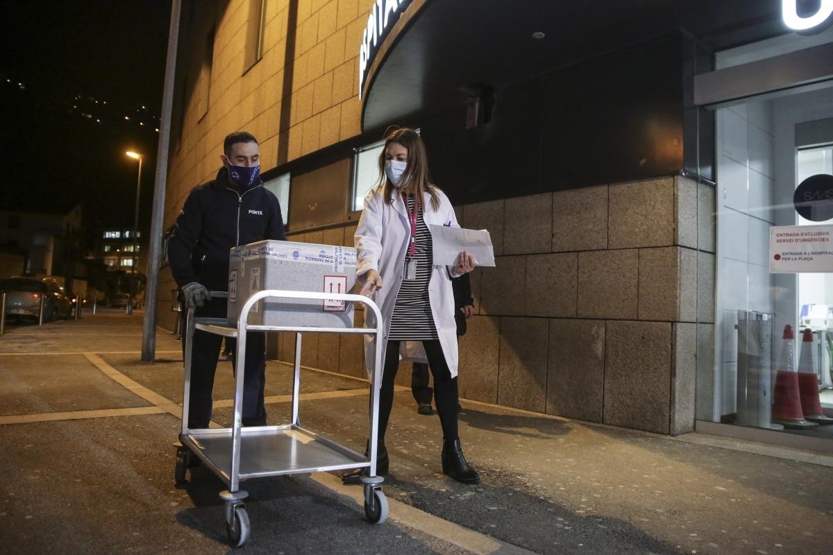 Les primeres 1.000 dosis de la vacuna de Pfizer han arribat aquest dimarts al vespre a l'hospital Nostra Senyora de Meritxell.