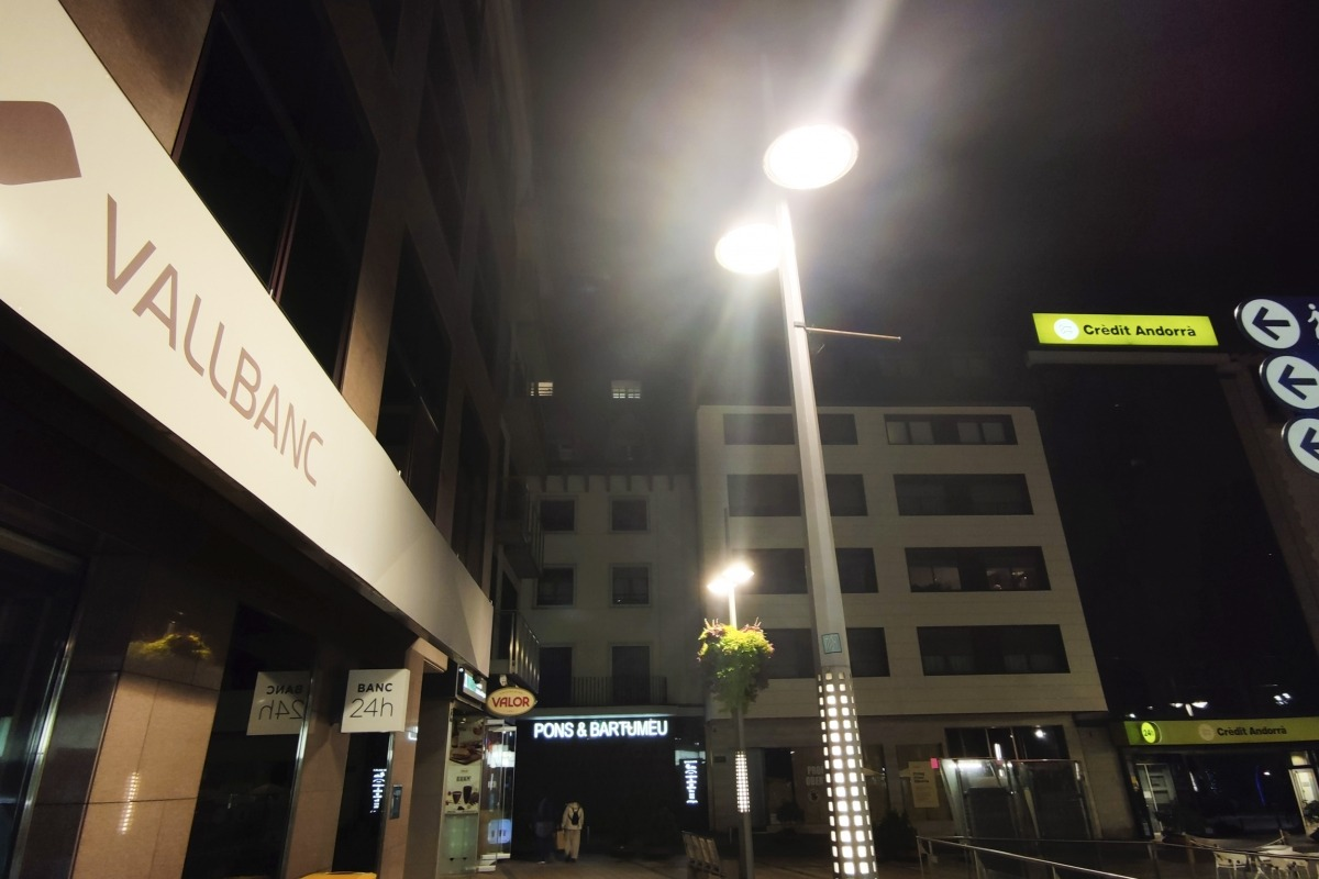 Les oficines de Crèdit Andorrà i Vall Banc a la plaça Rebés.