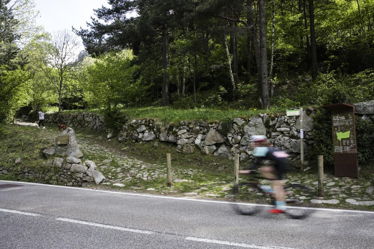 El camí d'accés a la vall del Madriu des d'Escaldes-Engordany, ahir.