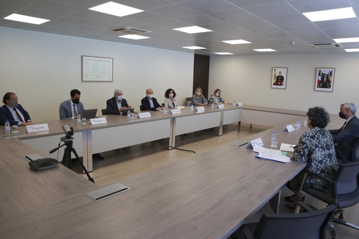 Un moment de la trobada de Lenoir amb els agents econòmics i socials.