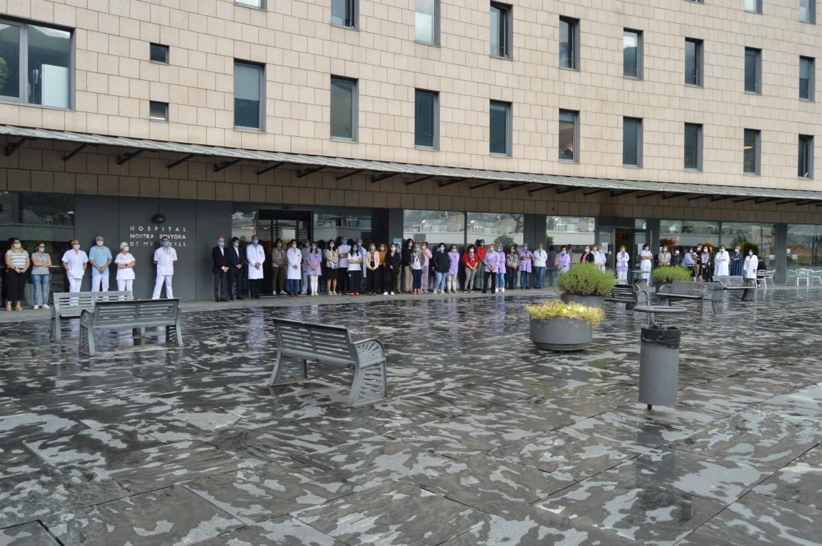 Concentració a l'exterior de l'hospital.