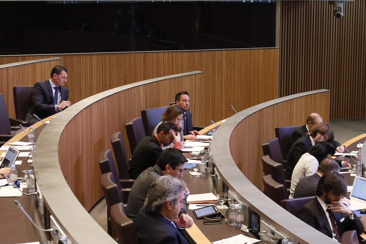 López va preguntar sobre el cost que suposaria establir una tretzena paga per a les pensions inferiors al salari mínim.