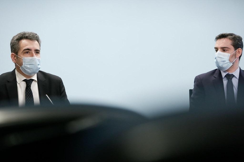 El ministre de Finances, Eric Jover, amb el secretari d'Estat d'Afers Financers Internacionals, Marc Ballestà, en la presentació de l'operació.