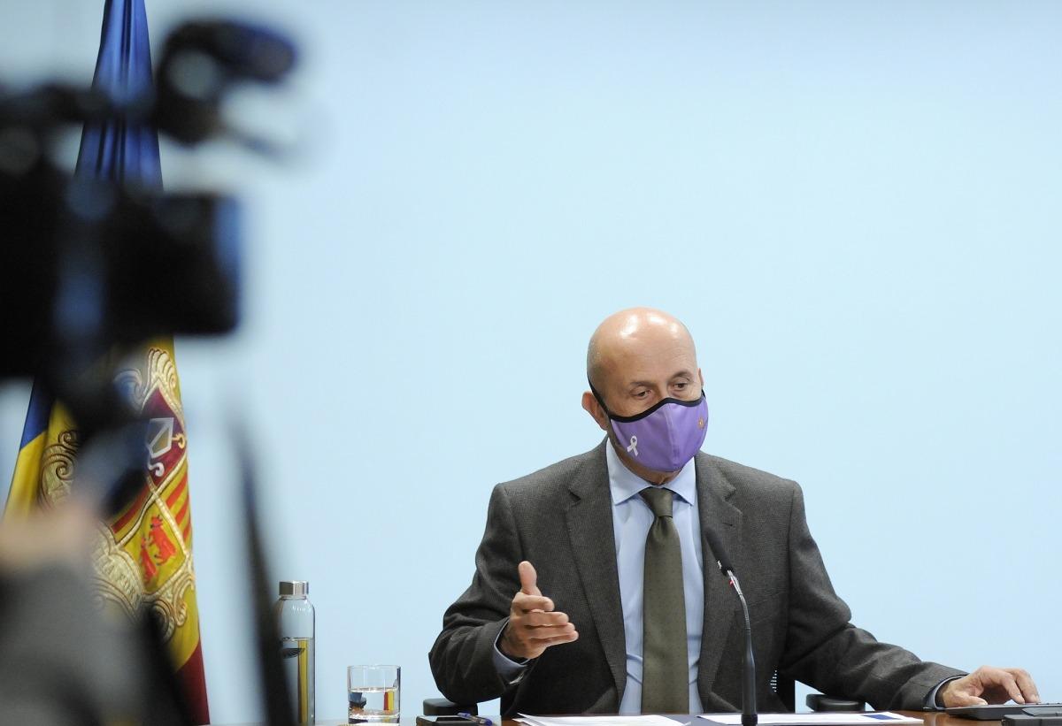 El ministre de Salut, Joan Martínez Benazet, durant la roda de premsa d'ahir a la tarda.