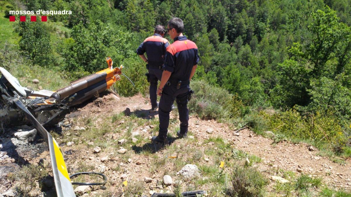 Agents dels Mossos d'Esquadra en el lloc de l'accident.