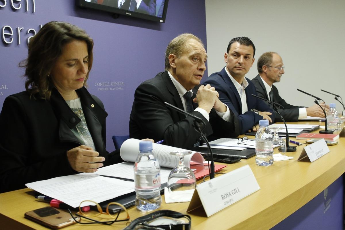 Rosa Gili (PS), Josep Pintat (UL-ILM), Jordi Gallardo (L'A) i Víctor Naudi (P-SDP) ja es van mostrar contraris a la declaració d'urgència.