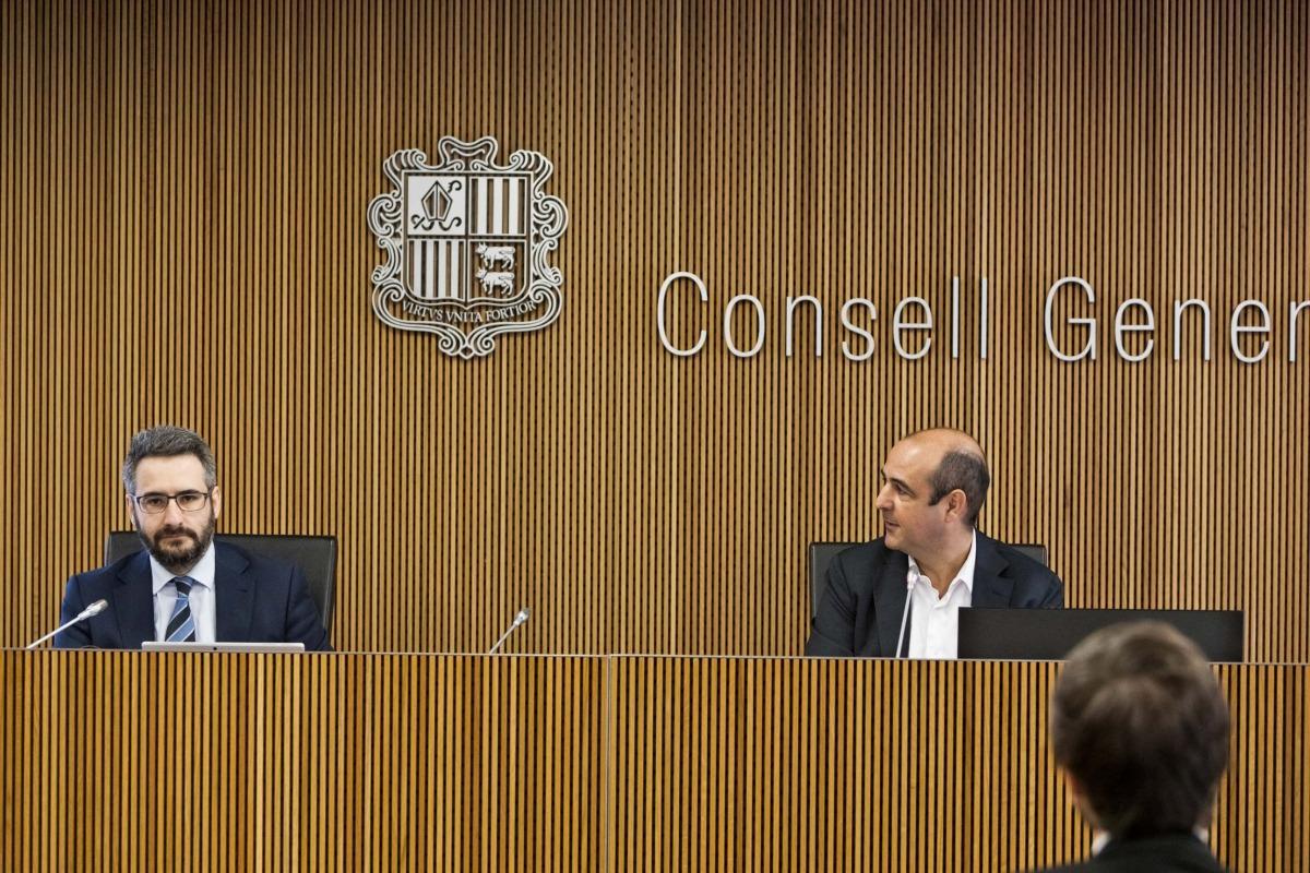 El ministre Eric Jover i el president de la comissió legislativa de Finances i Pressupost, David Montané.