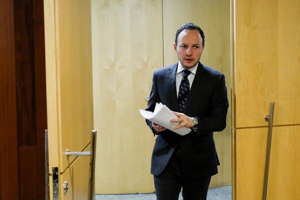 El ministre d'Afers Socials, Justícia i Interior, Xavier Espot, arribant ahir a la sala de premsa del Govern.