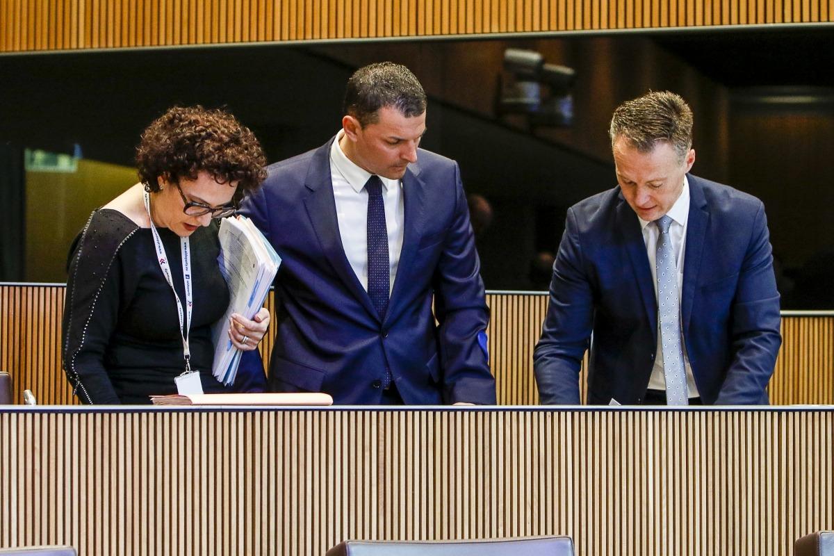 Judith Pallarés, Jordi Gallardo i Ferran Costa en una sessió del Consell General.