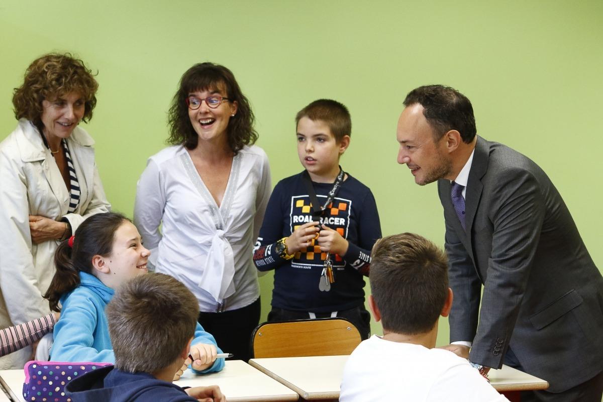 Espot durant la visita al Lycée Comte de Foix, ahir.