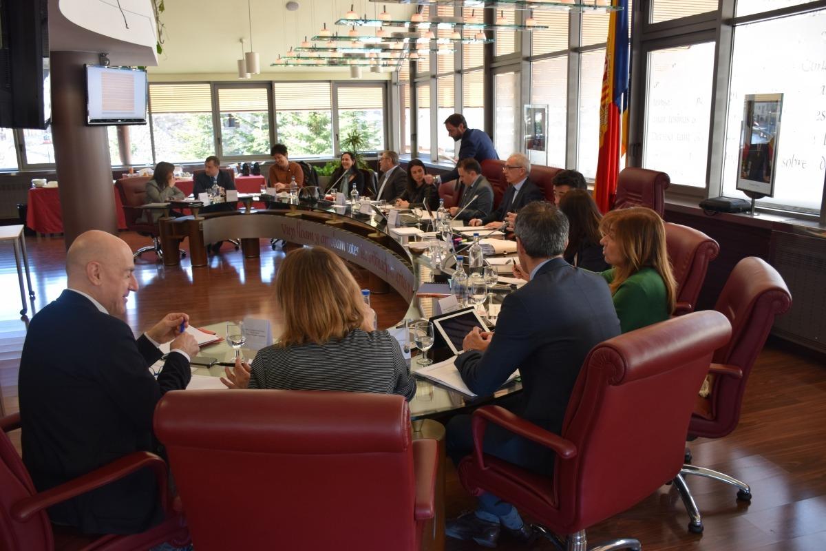 Un moment de la primera reunió de cònsols del mandat, que va tenir lloc ahir a Canillo.