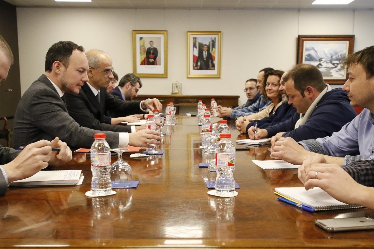 Els representants sindicals, entre els quals la nova secretària d'Estat de Funció Pública, en una reunió per parlar de la llei.